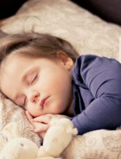 Was Kindern bei Schmerzen helfen kann